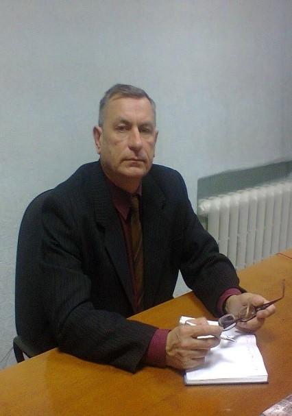 Олександр Володимирович Крамаренко : вчитель фізики