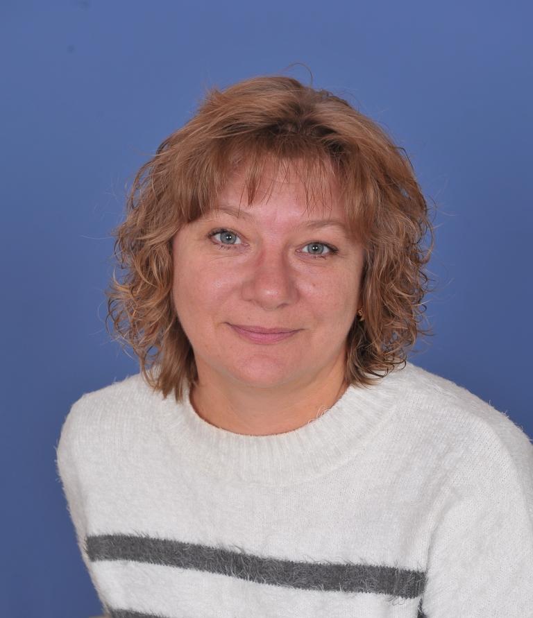 Надiя Федорiвна Мандзiй : вчитель російської мови та літератури
